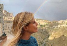 Photo of L'attrice Isabella Ferrari visita Matera e dedica una poesia